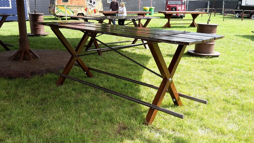 http://www.heavydecor.nl/event/images/Heavytafel6meter/2016-06-15-16.40.56.jpg